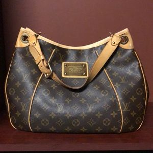 Louis Vuitton Galliera PM Shoulder Bag!
